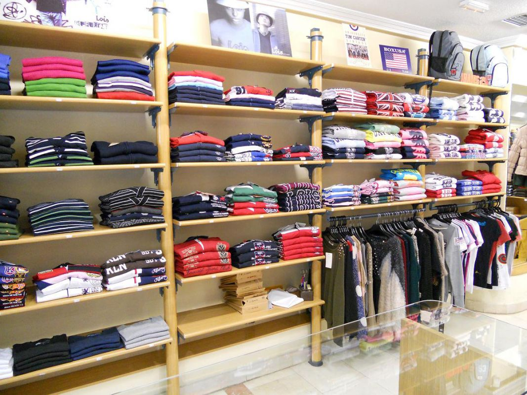Impacto ropa joven tienda de ropa en salamanca for Muebles para negocio de ropa